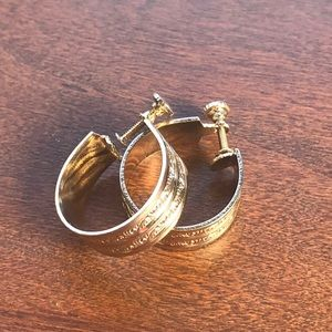 Vintage Screw back earrings Gold Tone Hoops